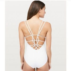 Lululemon coastline swimsuit 4 white brand new